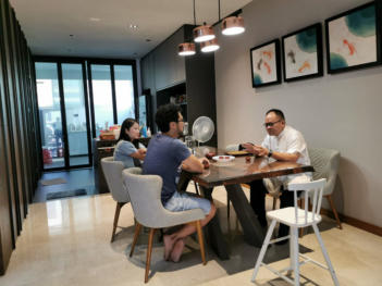 Singapore Fengshui Master - In a consultation session.
